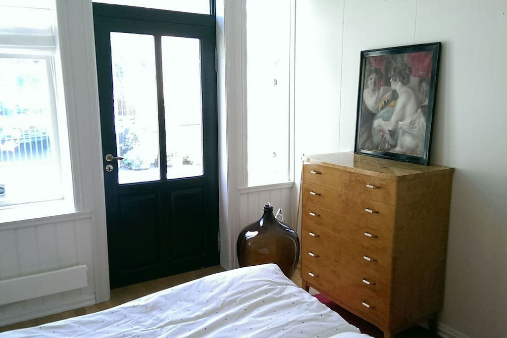 1. bedroom with entrance from the street. The apartment has two entrances.