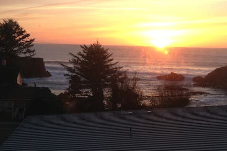 Ocean View Townhouse for GrownUps! No Pets or Kids - Depoe Bay