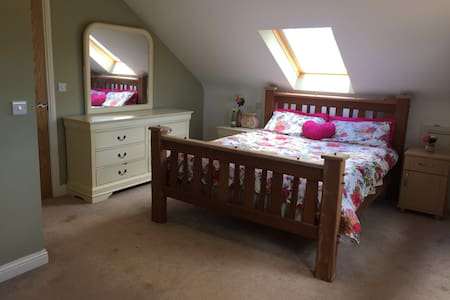 Country cottage king bed ensuite - Annalong