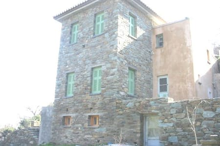 Stone house, big garden, near beach - Haus