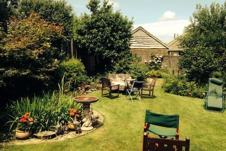 Double bedroom with garden view - Shanklin - Bungalow