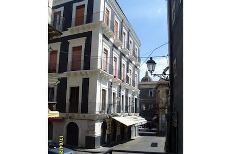 *** Liberty House Double or Triple Room *** - Catania - Appartamento