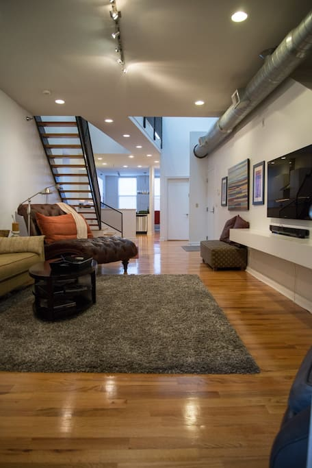 Huge Luxury Loft Central Downtown!