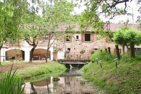 Studio indépendant dans moulin à eau - Pension