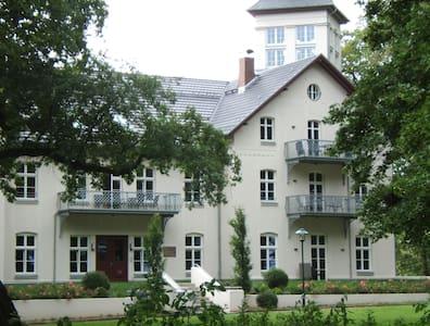2-Zi-Ferienwohnung im Jagdschloß zu Hohen Niendorf - Wohnung