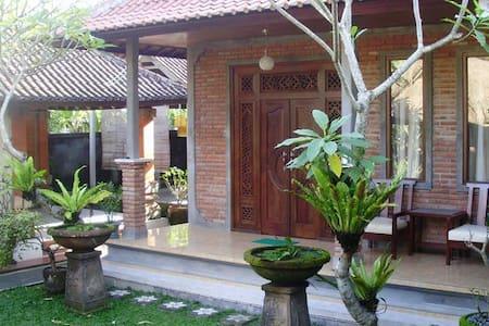 Tarjo House - House