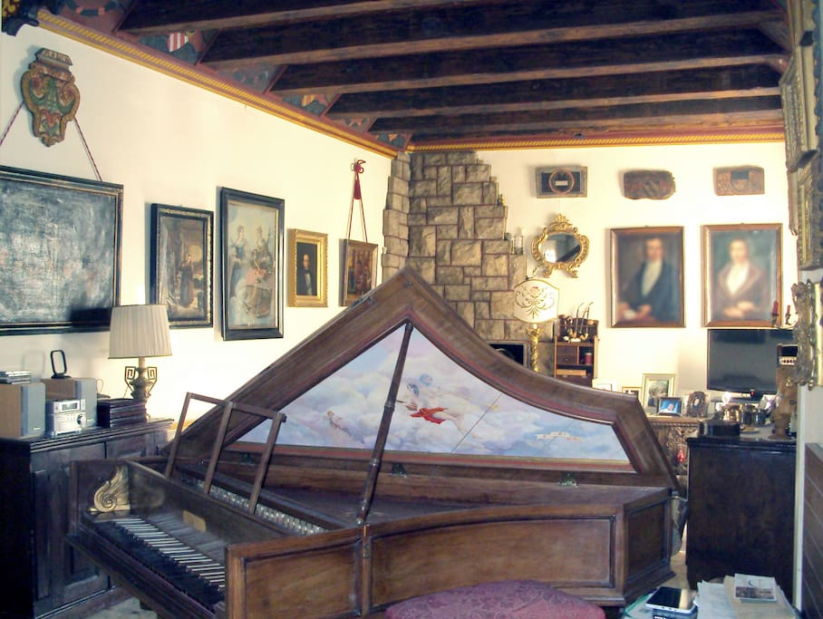 Slaapkamerdeur Slot : Historic B&B in Old City center – Bed & Breakfasts te Huur in Bergamo