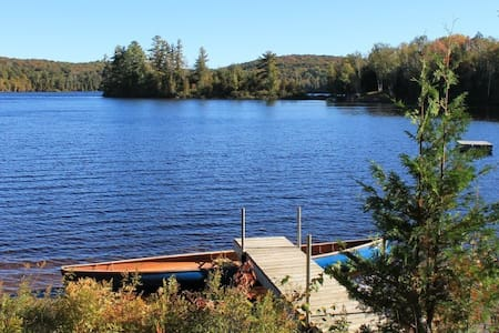 Lake Cottage with sandy beach 4 bdrm North Muskoka - Perry