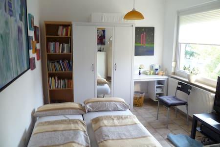 Ruhiges Zimmer mit alleiniger Badnutzung - Lakás