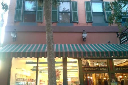 Cozy 1BR Above St. George St. Next to the Plaza - St. Augustine