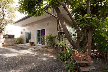 Private Guest house 5min to Airport - Casa