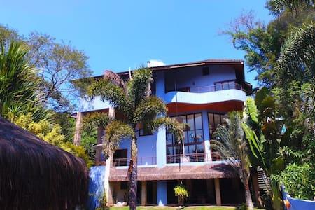 Magnifica Casa em Cond. Natureza e Lazer em Embu - Embu das Artes