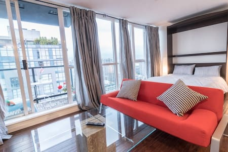Studio in the Heart of Downtown. Netflix + Parking - Vancouver