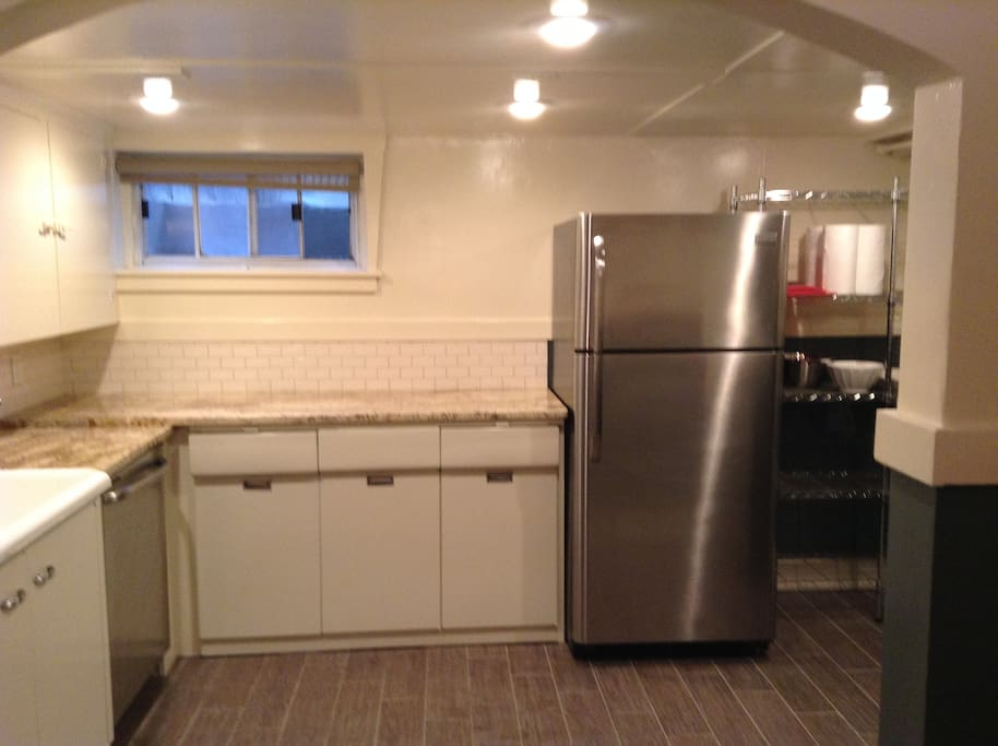 Luxe living in downtown farmhouse apartments for rent in for Aki kitchen cabinets