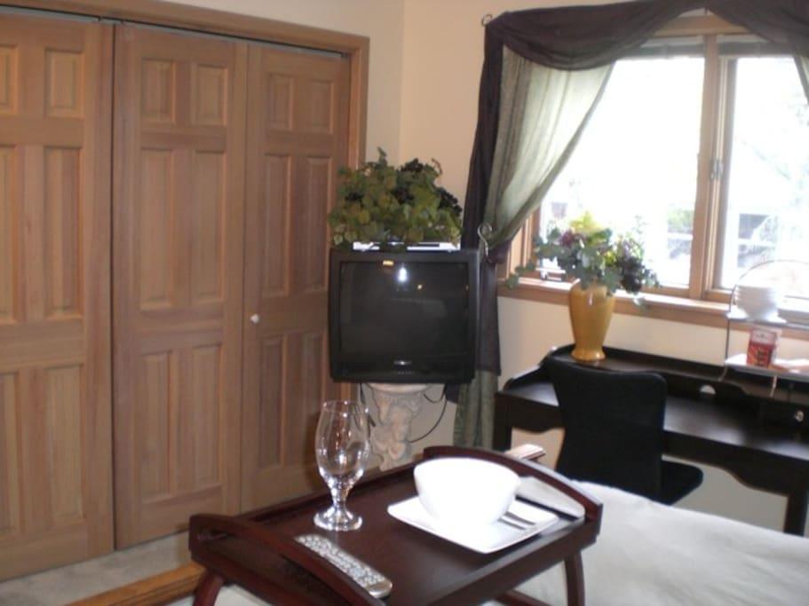 Private 2 Rooms & 1 Bath