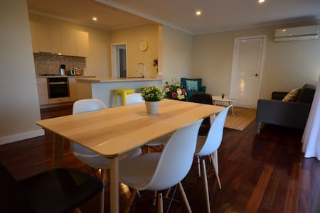 Comfy 4Bed house close to Perth Airport - Casa