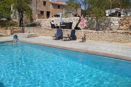 Unieke B&B met zwembad in Atzeneta - Bed & Breakfast