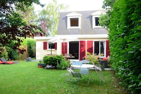 Maison proche DISNEYLAND, PISCINE - House