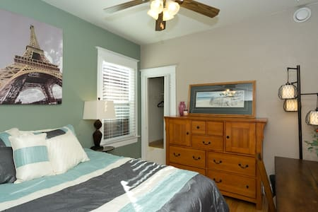 Great room in charming home close to everything - Denver - Bed & Breakfast