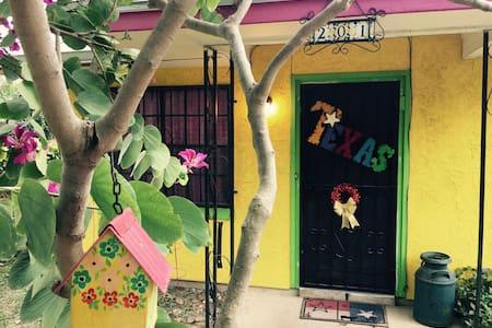 Casitas de Color - Little Texas - San Antonio