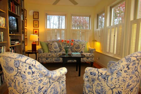 Private, sunny 2BR garden apartment. - Charlottesville