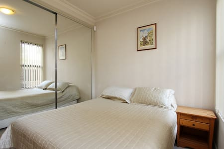 My apartment is a large 2 bedroom and 2 bathroom apartment a short stroll from the main centre of Balmain. Several bars and restaurants in walking distance. 10 minute bus ride to the heart of downtown Sydney City. Next to white bay cruise terminal.