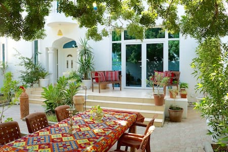 Behlys Guesthouse - Muscat - Bed & Breakfast