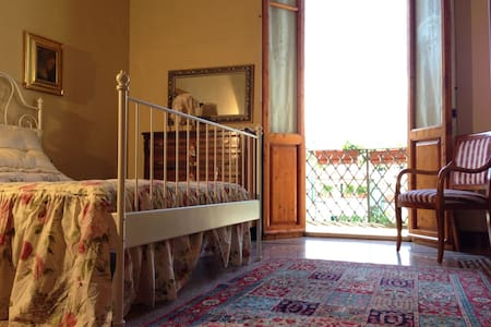 Cosetta Guest House - Yellow room