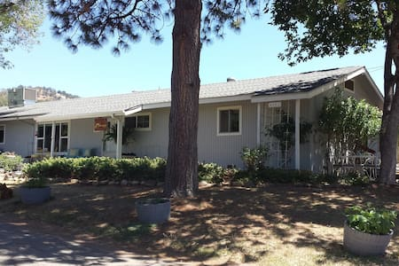 Yosemite Plaisance Bed & Breakfast - Bed & Breakfast