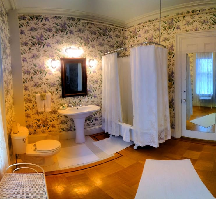 Luxury B&B Room in Historic Mansion