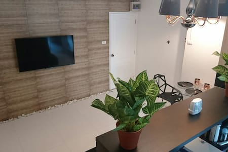 Boutique studio apartment just outside of city. - Tambon San Na Meng - Appartement