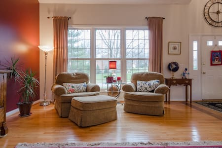 Beautiful, large, private home! - Cincinnati