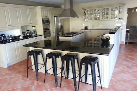 Lrg 4BD house close to Bondi Beach
