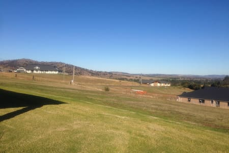 Entire new house with vista views - GLENBAWN  - Hus