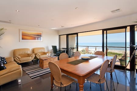 Aquarius Stunning Direct Beachfront - Apartemen