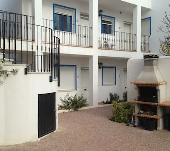 Large family apartment sleeps 5, WIFI, shared pool - Los Gallardos - Lejlighed