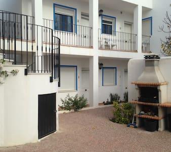 Large family apartment sleeps 5, WIFI, shared pool - Los Gallardos
