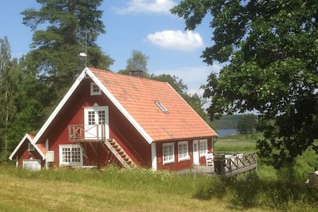 National romantic cottage near lake - Torpa - Blockhütte