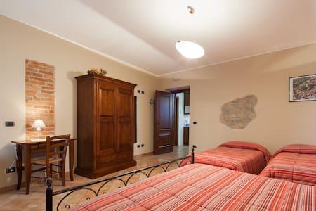 I GRAPPOLI, camere ed appartamenti  - Serralunga d'Alba - Bed & Breakfast