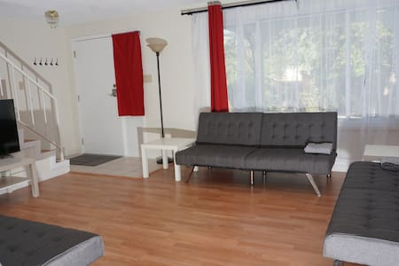 South Reno - Spacious Masterbedroom w Priv Bath - Şehir evi
