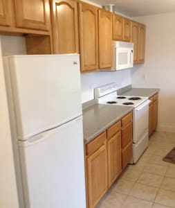 PRIME Location-Walk to Everything! - Barnstable - Apartment
