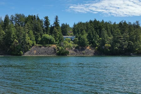 Hummingbird's Heaven - Sooke - House