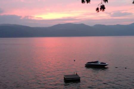 Lake Champlain Designer Cottage - Vergennes