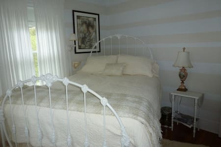 Back INN Time B&B - Bed & Breakfast