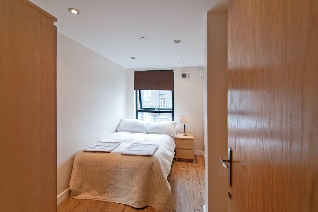 Light, peaceful bedroom