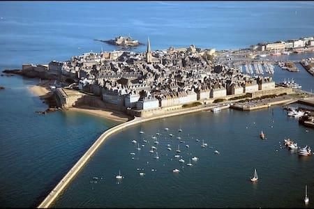 SAINT MALO  LA CITE CORSAIRE - St-Malo - Loft