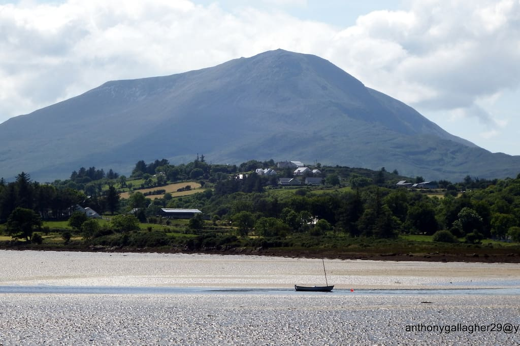 creeslough village ,with muckish mountain .
