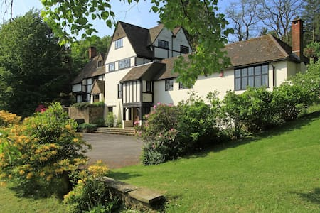 Hill Farm Haslemere, 23 Acres, Sleeps 12 - Haslemere  - House