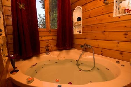 Private romantic wooden chalet+shared Pool&Spa(2) - Arbel - Dům