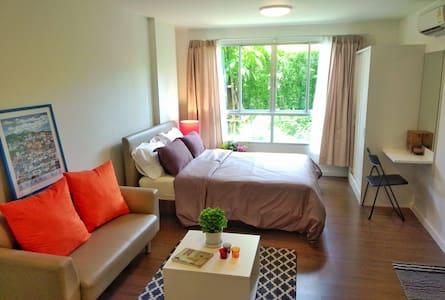 Nice comfy fully-furnished studio near university - Su Thep - 公寓
